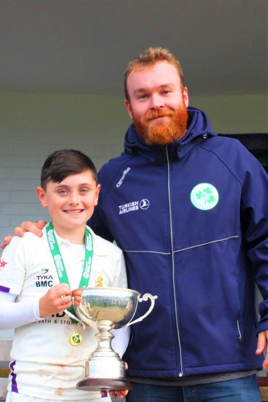 Paul Stirling presents All-Ireland cup to U 11s captain Ben McCausland