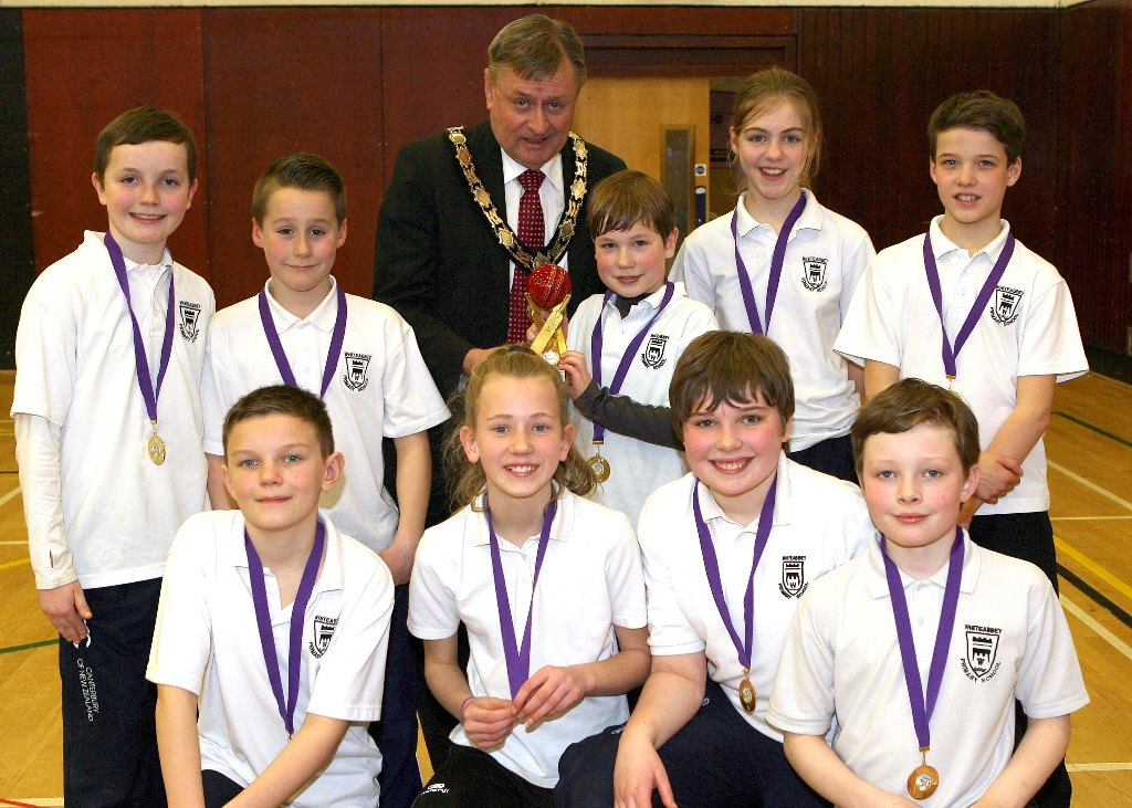 Mayor Fraser Agnew presents the winners' trophy to Luke Styles and the team from Whiteabbey Primary School. (©Newtownabbey Times)