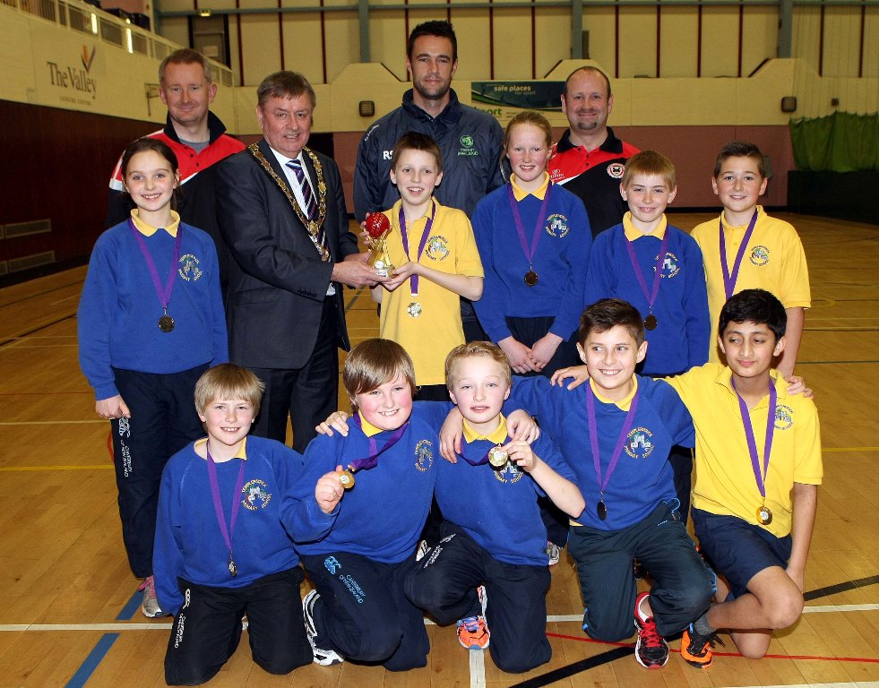 The successful Templepatrick Primary School team with Mayor Fraser Agnew, Cricket Ireland's Nigel Jones and Templepatrick CC coaches Peter Shepherd and Artie Campbell. (©Newtownabbey Times)